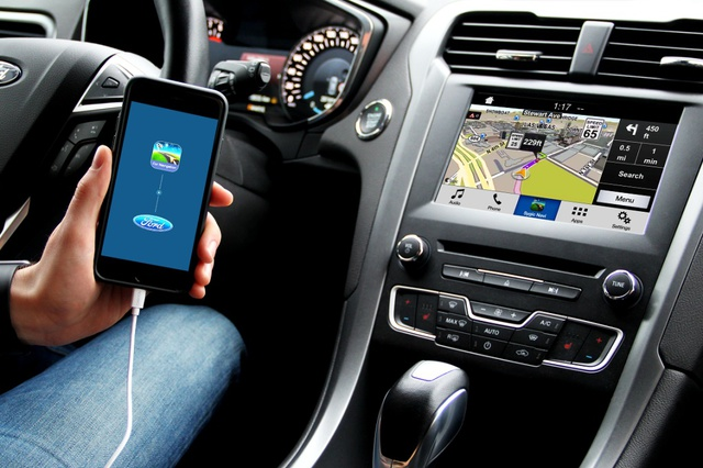 03_Ford_Car_connectivity_web2016_8_nowat.jpg (5269)